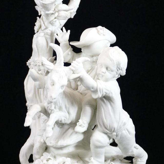 Groupe sculpture biscuit porcelaine Tournai enfants chèvre 18e