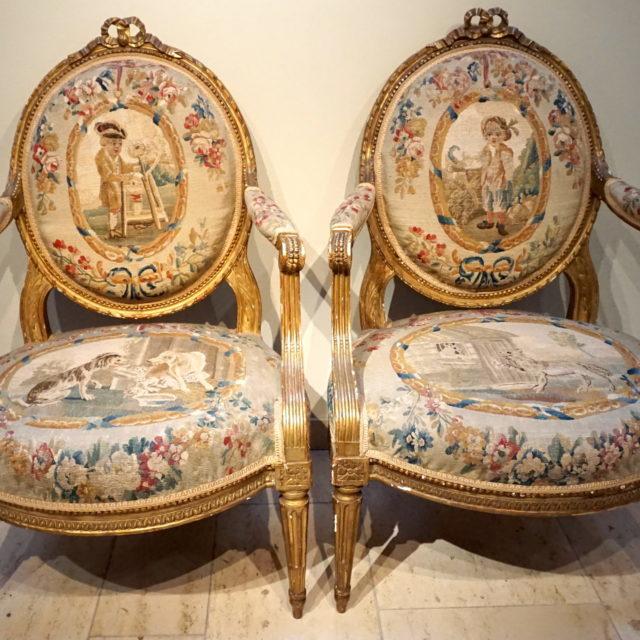 Salon fauteuils canapé bois doré estampillé Dupain Aubusson fables la Fontaine